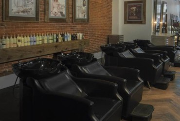 Phia salon interior shampoo area east view